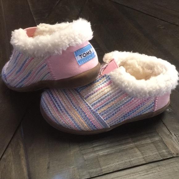 827d627a02f Toms Pink Metallic Woven Toddler Slipper. M 5b4ba3331b329481aa6531f2